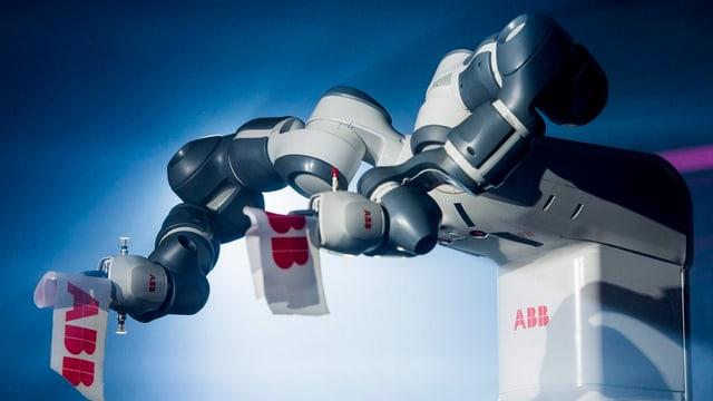 ABB-Roboter in einer Präsentation.