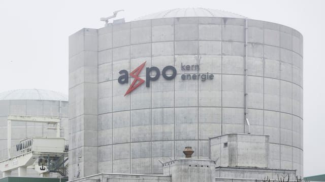 Beznau-Turm mit Axpo-Logo