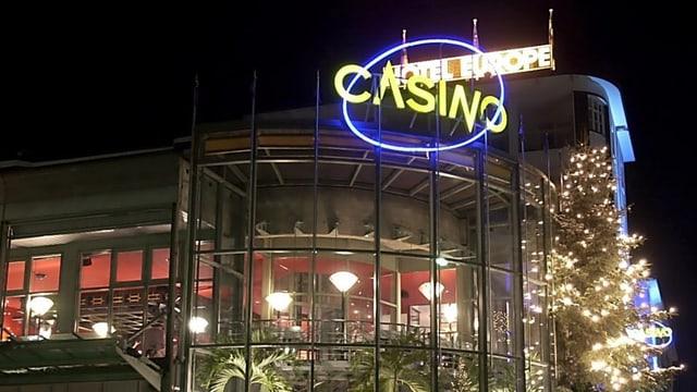 Il casino a Tavau durant la notg.