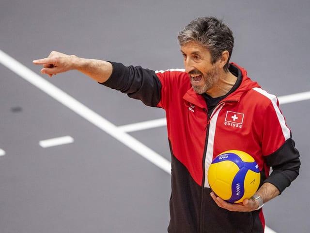 Trainer Mario Motta weiss die Spieler zu motivieren.
