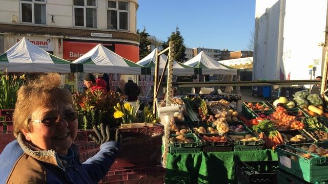 Lilly Parker, die in der Innenstadt von Dover eine Gemüsestand betreibt