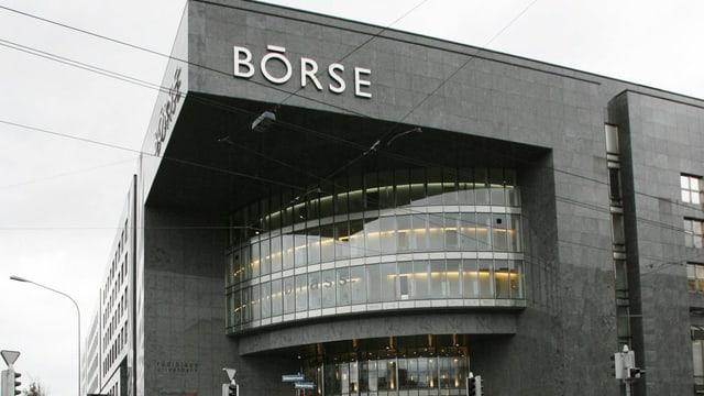 Das Börsengebäude in Zürich mit dem Schriftzug Börse.