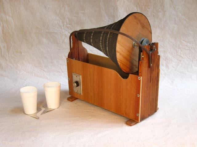 Trichterférmiges Musikinstrument aus Holz