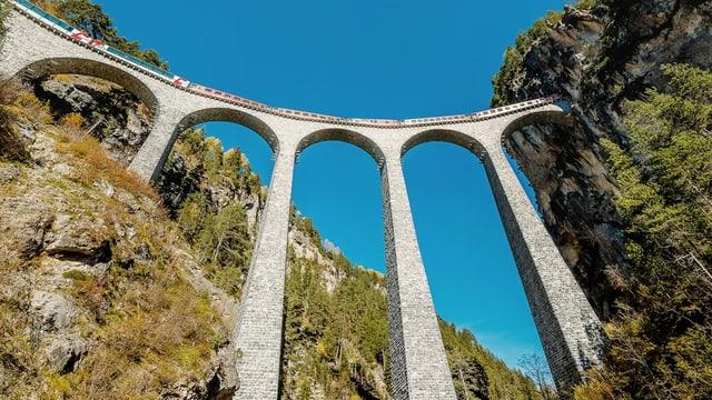 Il viaduct dal Landwasser tranter Filisur ed Alvagni.