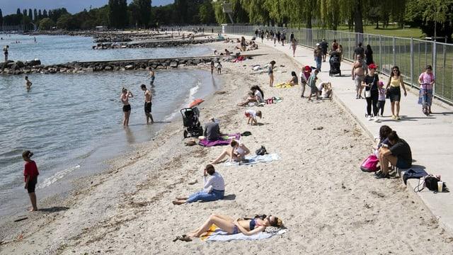 Persone am Genfersee-Ufer