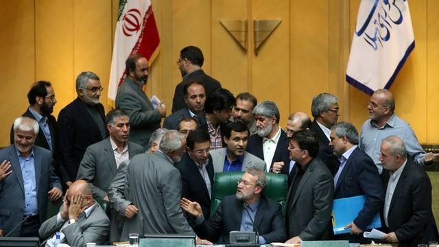 Umens dal parlament iranais.