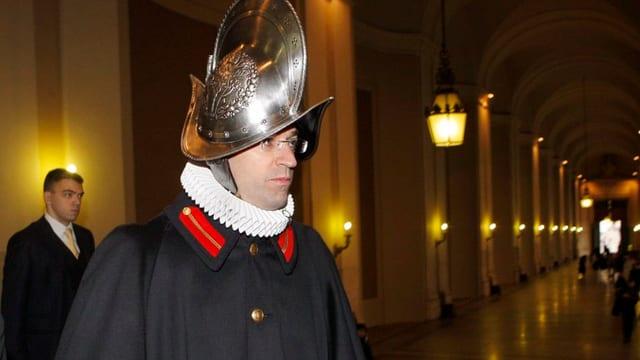 Kommandant der Schweizer Garde in Uniform.