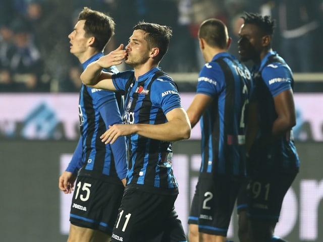 Remo Freuler feiert einen seiner Treffer für Atalanta.