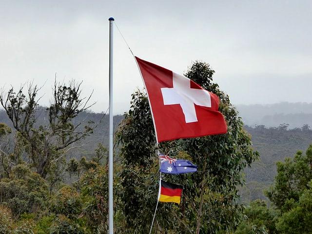 Flaggen der Schweiz, Australien und Deutschland.