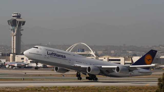 partenza d'in eroplan da la Lufthansa, in Jumbo-Jet