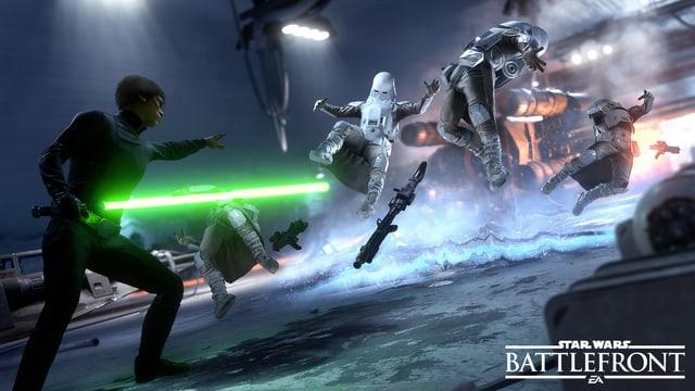 Luke Skywalker mit grünem Laser-Schwert nutzt die Macht.