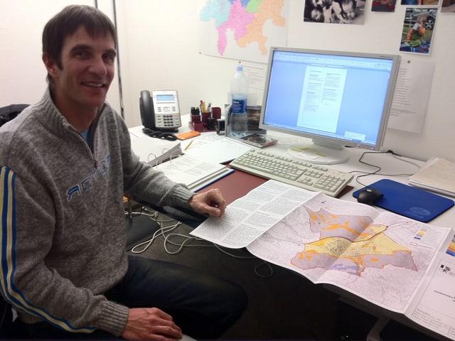 Andreas Huwyler, geolog dal Uffizi da guaud e privels da la natira.