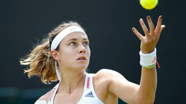 La giugadra da tennis svizra Stefanie Vögele durant in turnier