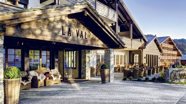L'entrada da l'hotel La Val a Breil.