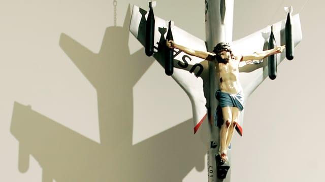 Foto eines Objekts: Der gekreuzigte Christus auf einem amerikanischen Kampf-Jet.