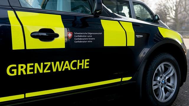 In auto da la guardia da cunfins da Basilea