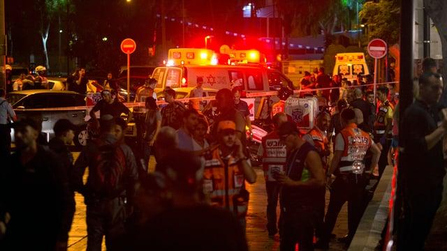 Polizia e forzas da segirezza al lieu da l'attentat.
