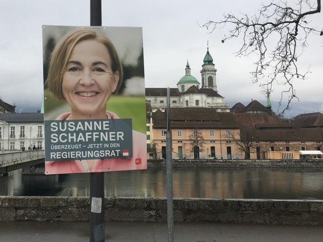 Wahlplakat an Leuchtpfosten