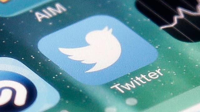 Twitter-App auf einem Handy-Display.
