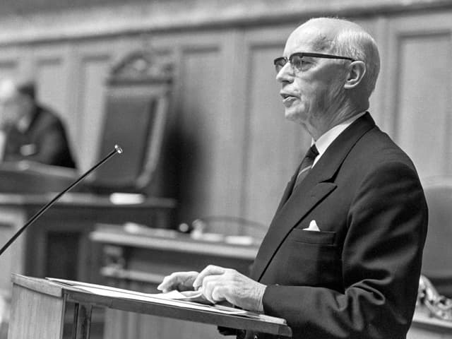 Bundesrat Willy Spühler.