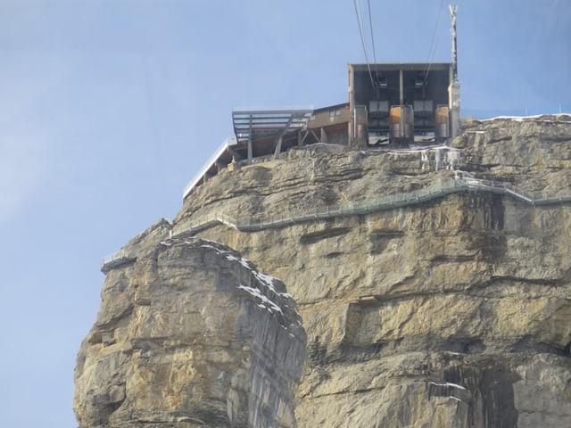 Felswand, langgezogener Steg, Mittelstation Birg.