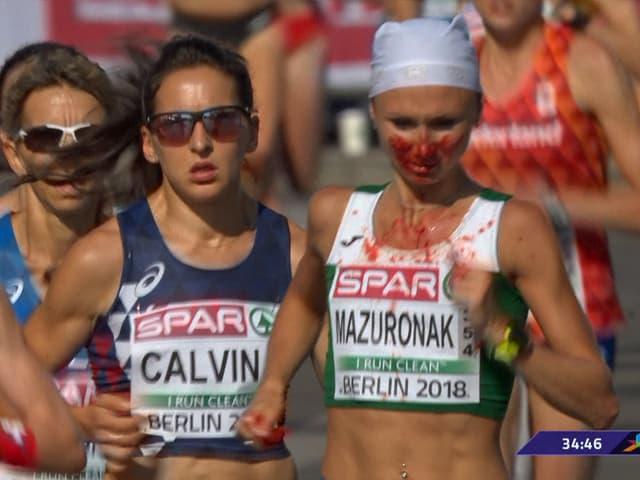 Blutende Marathonläuferin