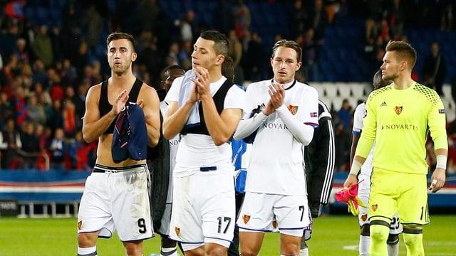 Die Basel-Spieler bedanken sich bei den Fans.