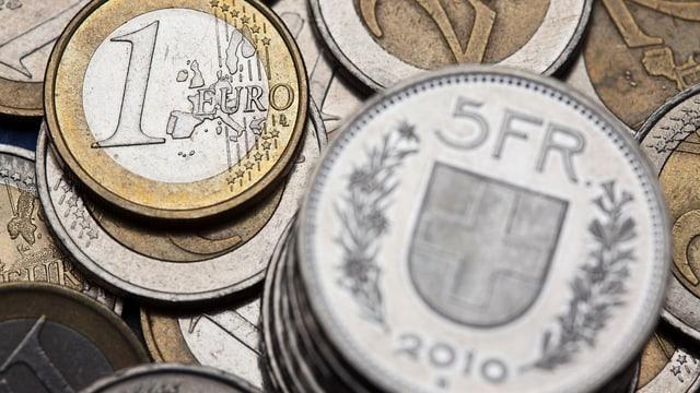 Purtret da muneida da francs ed euros.