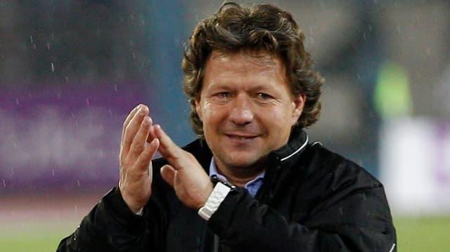 Der FC St. Gallen möchte längerfrisitg mit Trainer Jeff Saibene zusammenarbeiten.