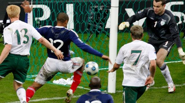Thierry Henry cun il gol dad egualisaziun al 1:1.