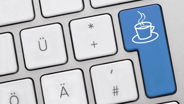 Tastatur mit einer blauen Kaffee-Taste
