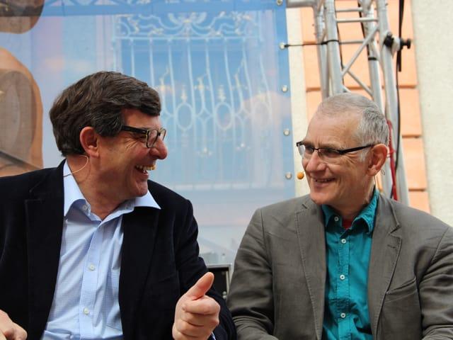 Flurin Caviezel und Joachim Rittmeyer haben es offensichtlich lustig bei der Livesendung aus Bischofszell.