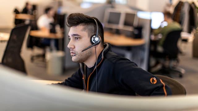 Mitarbeiter eines Callcenters