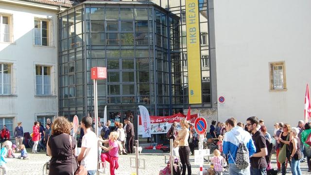 Demonstration gegen Kürzungen im April vor dem Bieler Stadtrat.
