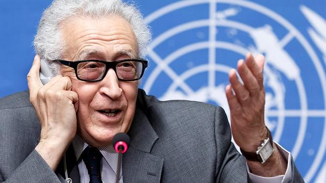 UNO-Vermittler Brahimi spricht an der Friedenskonferenz in Genf.