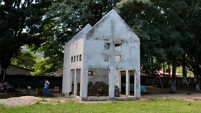 die Baustelle eines Hauses in einer Wiese