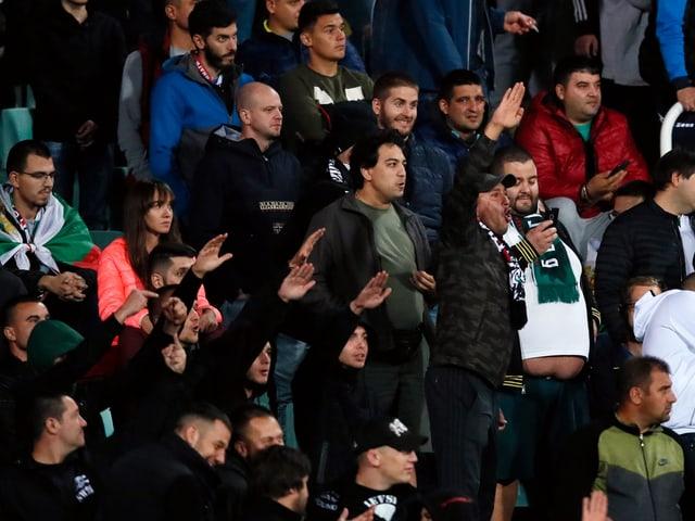 Bulgarische Anhänger bei der Partie gegen England.