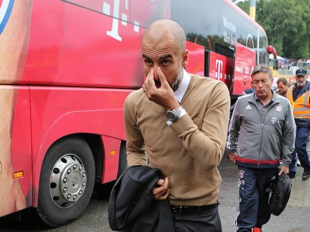 Pep Guardiola verlässt den Bayern-Bus
