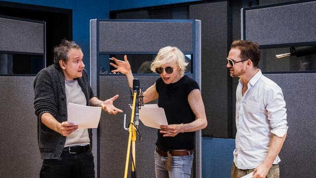 Sebastian Weber, Anne Mueller und Daniel Lommatzsch im Hörspielstudio