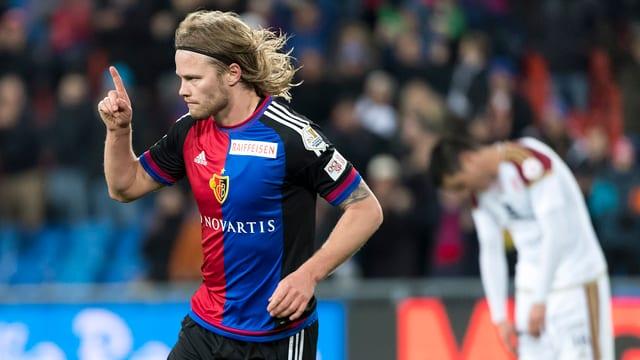 Birkir Bjarnason en il dress dal FC Basilea.