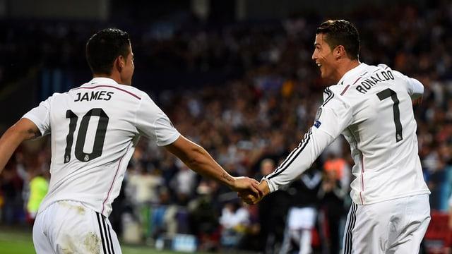 James Rodriguez und Ronaldo setzen zum Tor-Jubel an.