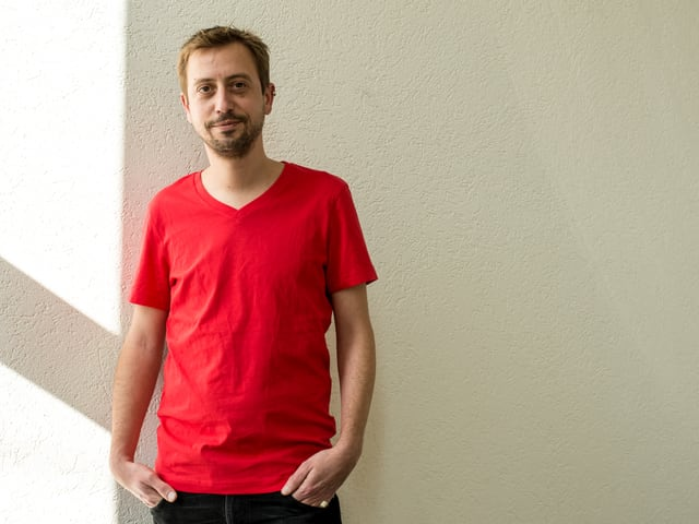 Input-Macher Gregi Sigrist in einem T-Shirt von H&M.