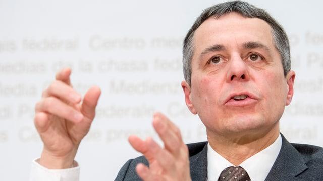 Ignazio Cassis sustegn ina dretgira da cumpromiss per dispitas cun l'Uniun europeica.