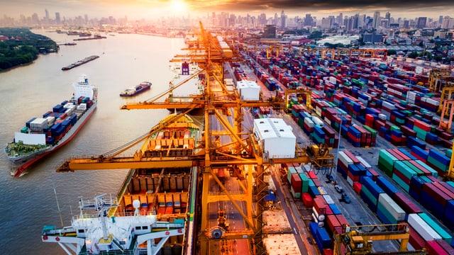 Containerhafen in New York