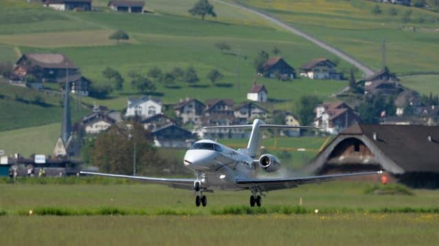 Die Abstimmung über die höhere Beteiligung des Kantons am Flugplatz Buochs findet wie geplant statt.