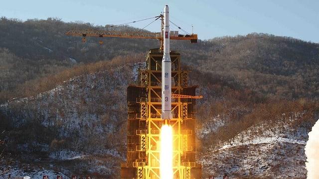 ina racheta da la Corea dal Nord durant la partenza (maletg dal 2012)