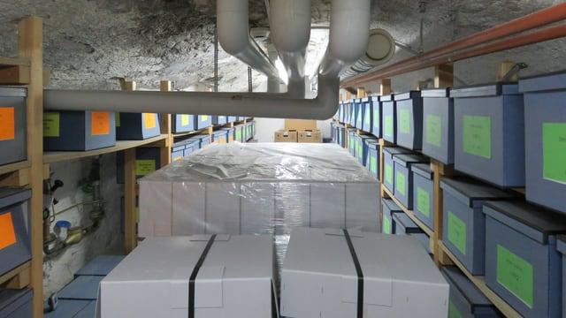 Raum mit Archivboxen.
