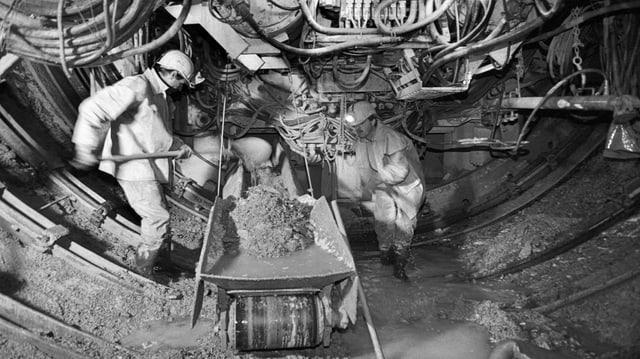Ils miniers che foran dal nord, entant ch'ils miniers en il sid fullan via cun siglientar (24.05.1995).