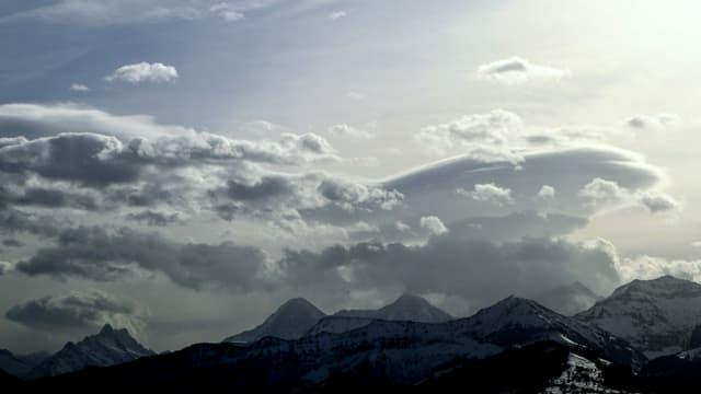 Blick von Reutigen zu den Berner Alpen.