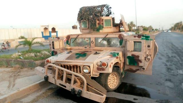 Leeres MIlitärfahrzeug auf der Strasse in Tikrit
